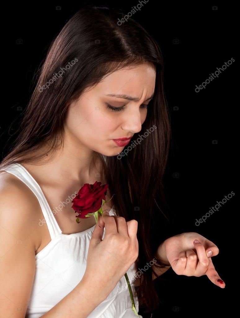 Resultado de imagem para espinho da rosa feriu o dedo