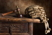 Court wig and hammer — Stock Photo
