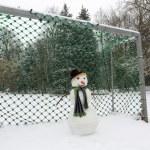 Snowman goalkeeper — Stock Photo