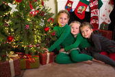 Three sisters with christmas — Стоковое фото