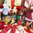 Gingerbread men and christmas gifts — Stock Photo
