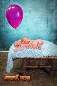 Newborn baby twins with balloon — Stock Photo