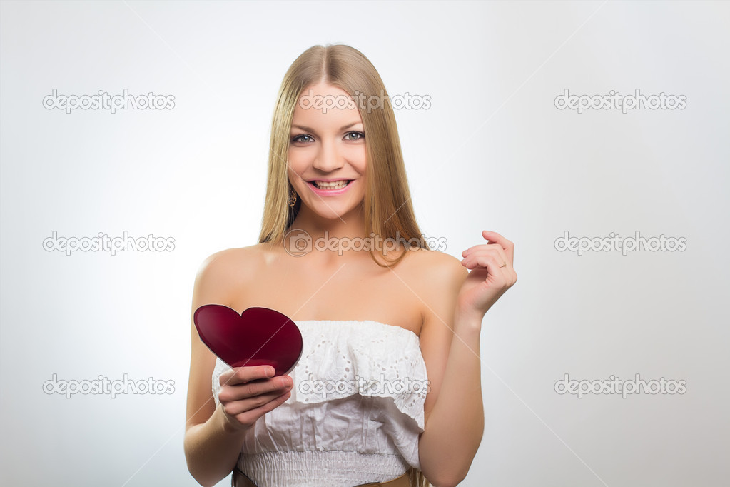 Valentines Day. Woman holding Valentines Day heart sign — Stock Photo #19362805