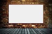 Cartelera en blanco en las paredes viejas — Foto de Stock