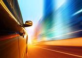 Por la noche, autos a alta velocidad — Foto de Stock