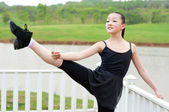 The basic practice dancing girl — Stockfoto