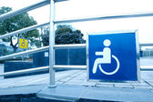 Using wheelchair ramp — Stockfoto