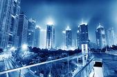 Nu de stad bij nacht — Stockfoto