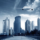 Aircraft on the Shanghai sky — 图库照片