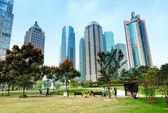 Парки и современная архитектура — Стоковое фото