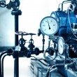 Foto Stock: Pressure gauges and valves