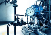 Pressure gauges and valves — 图库照片
