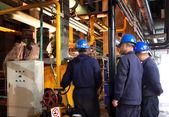 Los trabajadores y las áreas industriales — Foto de Stock