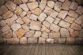 Granit i drewniane platformy — Zdjęcie stockowe