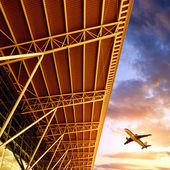 Aviones y terminal del aeropuerto de shenzhen — Foto de Stock