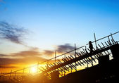 Construction workers on scaffolding — Stock Photo
