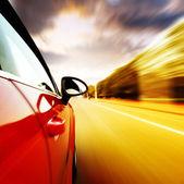 à noite, o carro em alta velocidade — Foto Stock
