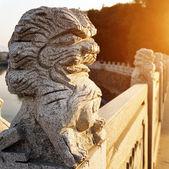 Leões de pedra na ponte — Fotografia Stock