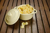 Uncooked pasta in a bowl — 图库照片