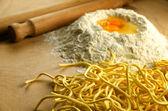 Italian fresh pasta: spaghetti alla chitarra — Stock Photo