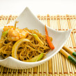 Chinese food, noodles with shrimps - Foto Stock