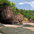 Hopewell Rocks at low tide, Fundy bay, Canada — Stock Photo