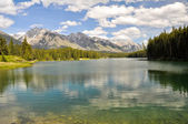 Johnson lake, Rocky Mountains, Canada — Stock Photo