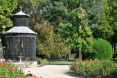 Aviary at Island garden, Aranjuez (Madrid) — Stockfoto