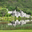 Kylemore Abbey in Connemara mountains, Ireland — Stock Photo