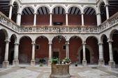 Innenhof in der royal colleges, tortosa (spanien) — Stockfoto