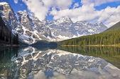 モレーン湖、ロッキー山脈カナダ — ストック写真