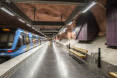 Train arrives at Radhuset metro station of Stockholm, Sweden — Stock Photo