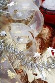 Close-up schuss von weihnachtsschmuck und baum-verzierungen, tiefenschärfe — Stockfoto