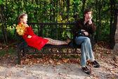 Coppia nel parco — Foto Stock