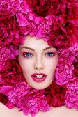 Femme en fleurs — Photo