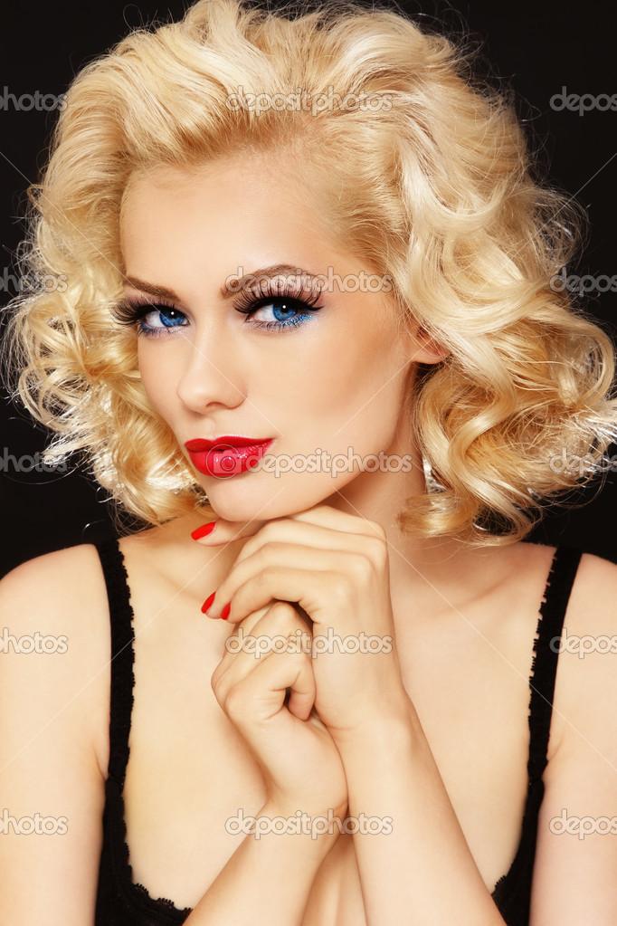 Блондинки с высокой прической