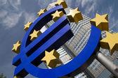 Símbolo del euro en francfort — Foto de Stock