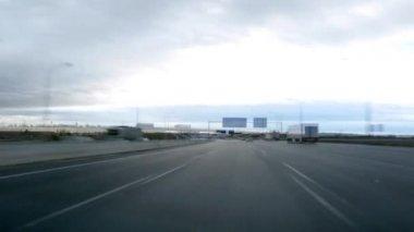 Conducción en lapso de tiempo de día de carretera — Vídeo de stock