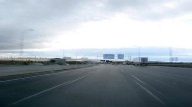 Condução em lapso de tempo de dia de estrada — Vídeo Stock