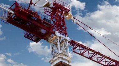 对天空延时工业起重机 — 图库视频影像