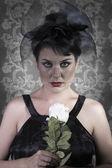 Smutny wdowa na tło, piękna kobieta z czarny welon — Zdjęcie stockowe