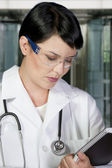 Portrait of an attractive female doctor — Stockfoto