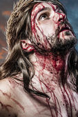 Calvary jesus, man bleeding, representation of passion with blue — Stock Photo