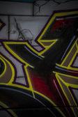 赤と金色のアーバン アート、カラフルな落書き、抽象的なグランジ渡り背景 — ストック写真