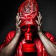 恐怖的概念,红色气体面具的男人 — 图库照片