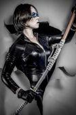 Frau in schwarzem latex gekleidet — Stockfoto