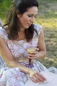 Woman drink juice in her backyard — Stockfoto