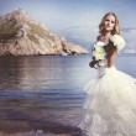 Beautiful bride on the beach — Stock Photo