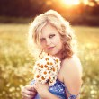 Beautiful woman enjoying daisy field — Stock Photo