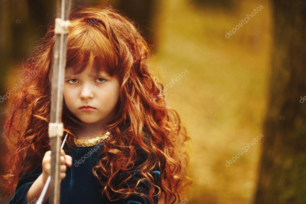 Beautiful little girl with red hair holding a bow — Stock ...